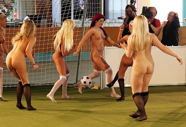 Fotos de garotas jogando futebol-2734